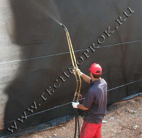 Нанесение жидкой резины на вертикальную стену