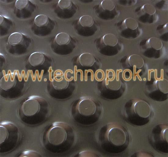 Шиповидная мембрана для устройства дренажа фундамента