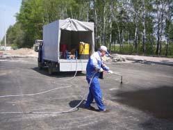 В Газели находятся гудронатор Технопрок Д-01 и бочка битумной дорожной эмульсии